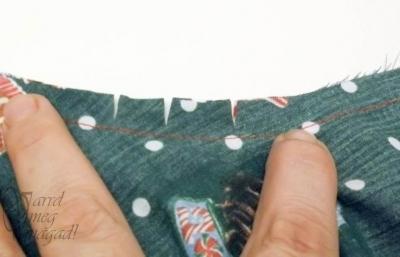 Vágd be több helyen a homorú ív varrásráhagyását